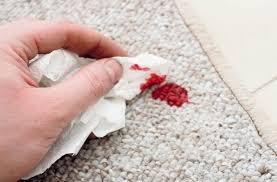 لکه خون روی فرش
