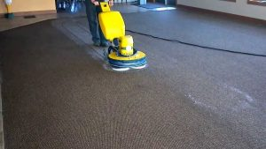 تصویری از شستشوی فرش به روش Encapsulate یا رطوبت کم