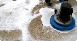 تصویری از روش شامپو زدن به فرش